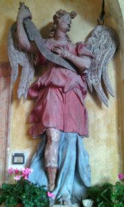 statue in legno