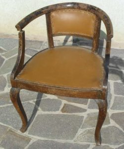 poltroncina antica prima del restauro